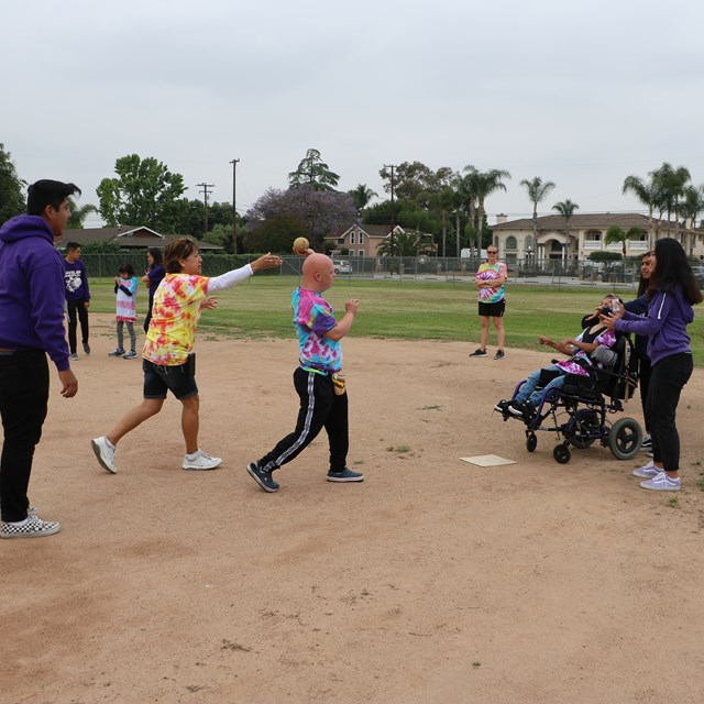 Mark Twain scholars collaborated with Santiago High School students for some softball fun!