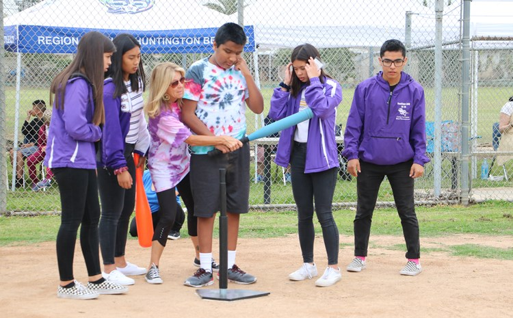 Santiago Helpers Support Mark Twain in Softball Fun - article thumnail image